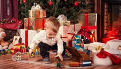 Vánoce od normalizace po současnost. Radost z tepláků či mýdla střídá esemeska