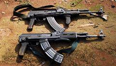 Plastové modely zbraní, pera i tašky. Kalašnikov otevřel obchod na letišti v Moskvě
