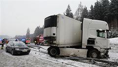 Dálnici D46 u Prostějova uzavřela hromadná nehoda. Ledovka komplikuje dopravu
