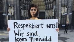 V Kolíně protestovala nahá aktivistka proti sexuálním útokům