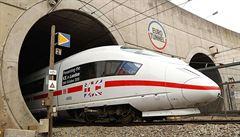 Eurotunnel vydělává. Náklady zvyšují uprchlíci, kteří vnikají do vlaků