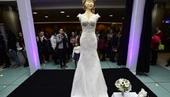 Do české knihy rekordů se dostaly sladké svatební šaty. Vyráběly se sto hodin