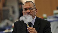 Česko světovým unikátem? Senátor Kubera hodlá prosadit zákaz kouření úplně všude