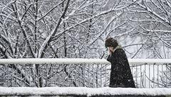 V Česku bude padat sníh. Přibude ho až 10 centimetrů. V Čechách hrozí náledí