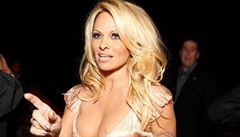 Pamela Andersonová ve Francii protestovala proti držení zvířat v zajetí
