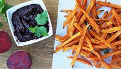 Netradiční kečup z červené řepy a zdravé hranolky ze sladkých brambor