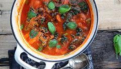 Zdravý zeleninový hrnec s chilli na zahnání únavy a povzbuzení organismu