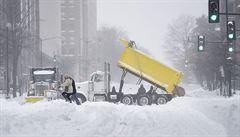 Nejméně 19 mrtvých. Sněhová bouře ochromila velkou část východního pobřeží USA