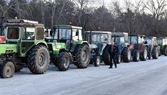 Řečtí zemědělci vstoupili do stávky. Dvaceti tisíci traktory blokují dálnice