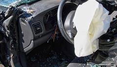 Opilý řidič boural v Moskvě, pak zabil policistu. Hodil po něm bombu