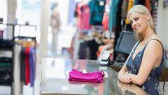 Barevné oblečení, vděčnost a investice do zážitků. Tipy, jak dosáhnout štěstí