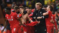 Liverpool zvládl přestřelku, United po zoufalém výkonu padli. Leicester vítězně