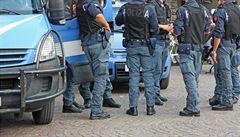 Italská policie zatkla dva mafiánské šéfy. Unikali spravedlnosti 18 a 10 let