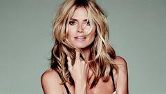 Modelka Heidi Klumová předvádí vlastní kolekci prádla