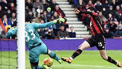 Skvělý Čech má dvanáctou nulu, Arsenal ztrácí na vedoucí Leicester pět bodů