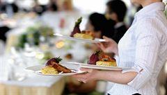 'Uberizace gastronomie.' Pražské restaurace si vypomáhají číšníky a kuchaři jen na pár dnů