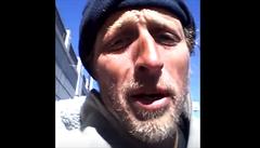 Americký bezdomovec přijímá platební karty a provozuje web