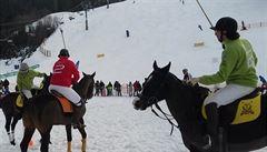 Ve Špindlu bylo k vidění jezdecké polo na sněhu