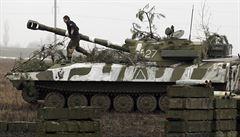 Velitel ukrajinské armády vyloučil ofenzivu v Donbasu. Hrozí zabití velkého počtu civilistů, řekl