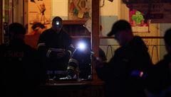 Útok na komunitní centrum Klinika: maskovaní lidé zaútočili zápalnými lahvemi