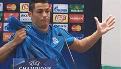 Uražená hvězda: Ronaldo se zvedl a odešel z tiskovky. Naštvali ho novináři