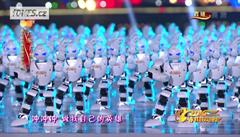 Rok ohnivé opice oslavili v Číně tancující roboti. Bylo jich přes pět set