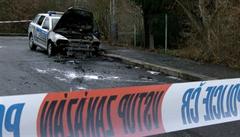 'Sabotáž je prostředek obrany i útoku.' Hořela policejní auta, anarchisté útoky velebili na webu