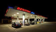 Benzin už 'prodávají' i banky. Palivo nabízejí levněji než pumpy