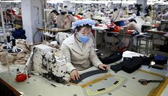 Made in China? Levné oděvy z Číny šijí i severokorejští nevolníci