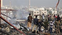 Tisíce civilistů uvízlo v Jemenu mezi bojujícími stranami. O život přišly ženy i děti