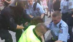 Údajně napadla policistu. Za aktivistku se teď postavily desítky lidí z FAMU