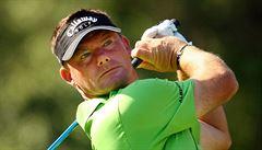 Perfektní golfový úder Alexe Čejky. Jamku trefil na 170 metrů