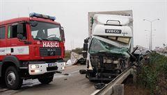 Dálnici D1 blokuje hromadná nehoda pěti vozidel. Obešla se bez zranění
