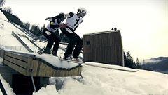 Šílenci v Planici. Slovincům se povedl první tandemový skok na lyžích