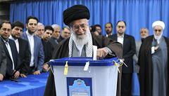 Touha po změně i čistky. Íránci rozhodují o budoucnosti islámské republiky