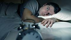 Hormony, deprese i bolest. Co všechno ovlivňuje, jak dobře se vyspíme?