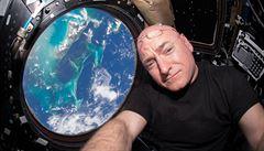 OBRAZEM: Rekordman Kelly se vrátil z vesmíru téměř po roce. Nafotil neskutečné snímky