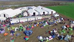Na hranicích Makedonie a Řecka čekají tisíce uprchlíků. Projde jich jen pár