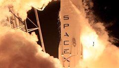 Raketa Falcon 9 vynesla na oběžnou dráhu satelit. Nepovedlo se jí přistání