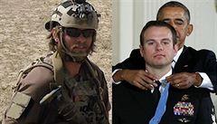Zabil teroristy, Talibance držel pod krkem. Člen SEALu kvůli medaili ukázal tvář