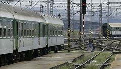 Železničáři zastaví na hodinu vlaky