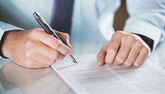 Poslanci chtějí o rok odložit registr smluv. Úlevy mají dostat další společnosti