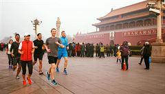 Zuckerberg nedbal na smog a vyběhl do ulic Pekingu