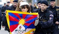 Někdy musí jít svoboda projevu stranou, hájí ministerstvo stržení tibetské vlajky