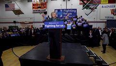 Clintonová v Arizoně porazila Sanderse. Trump bodoval s protimigrantským postojem