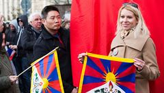 Ženě vytrhl tibetskou vlajku, kterou hodil do Vltavy. Číňan zřejmě spáchal jen přestupek