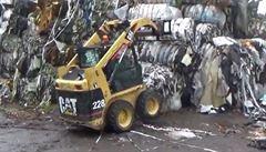 Ze severu Čech mizí hromady odpadků. Nelegálně je tam přivezli Němci