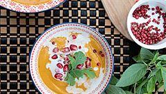 Máslová dýně, červený pepř a granátové jablko - ideální souznění v polévce