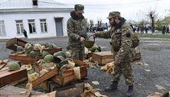 Ázerbájdžán obviňuje Rusko z dodávek zbraní Arménii. Dodáváme pouze stavební materiál, brání se Moskva