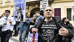 V Praze i na hranicích s Německem se konaly protesty proti islámu a české vládě
